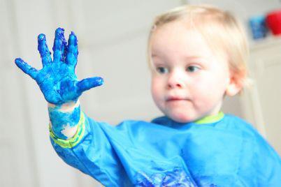 Kindje blauw handje Stop Darmkanker