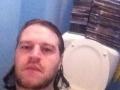 maak-een-selfie-van-jezelf-op-toilet-en-steun-stop-darmkanker-vzw-